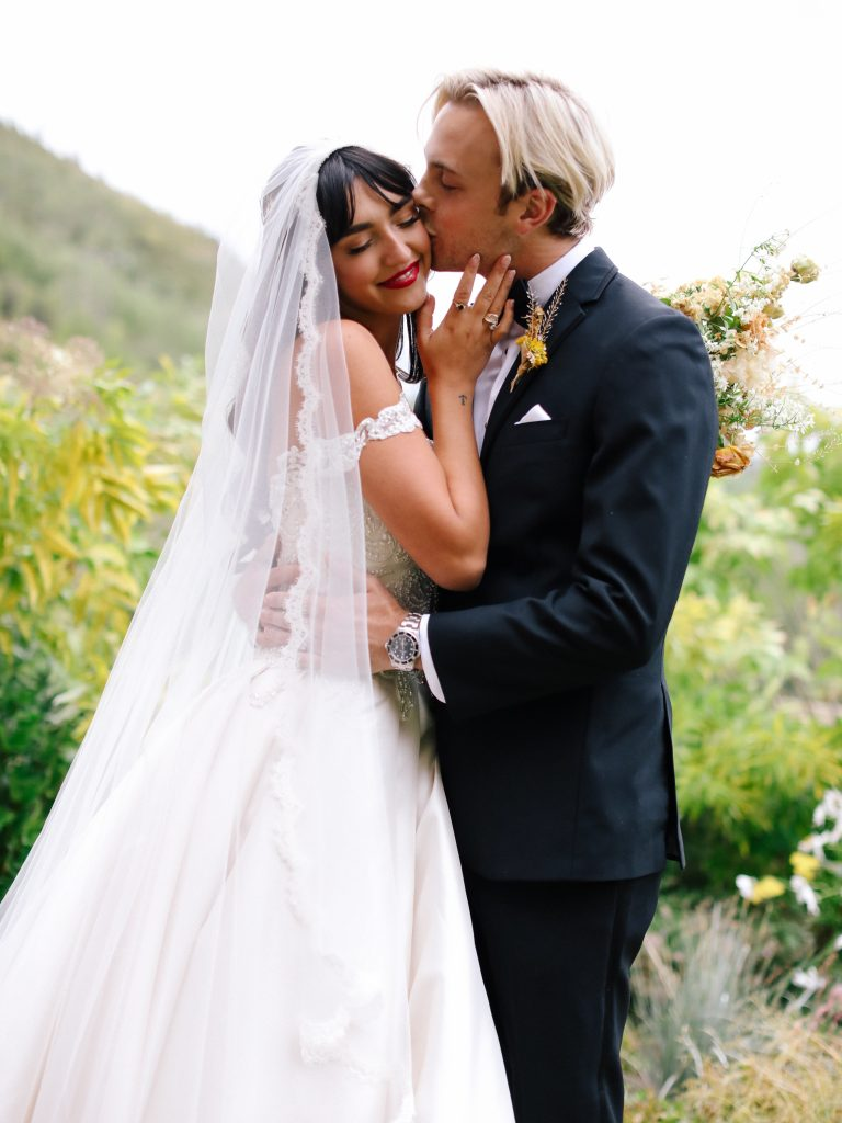 savannah-latimer-and-riker-lynch-wedding-lucy-cuneo-01